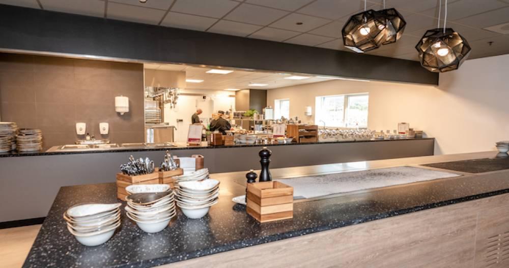 Innredning av kantine ‒ alt av utstyr til kantinekjøkken
