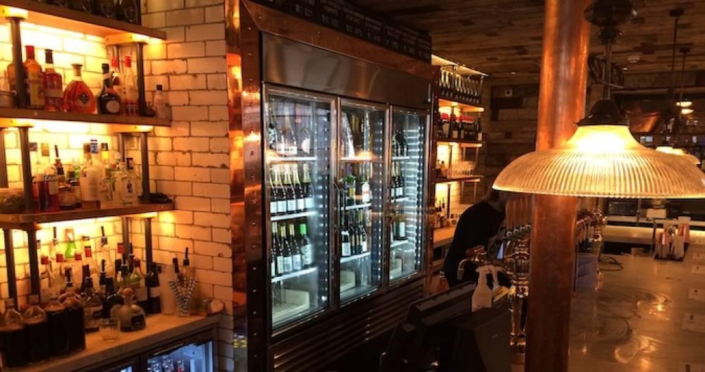 Innredning av pub & bar ‒ alt av utstyr